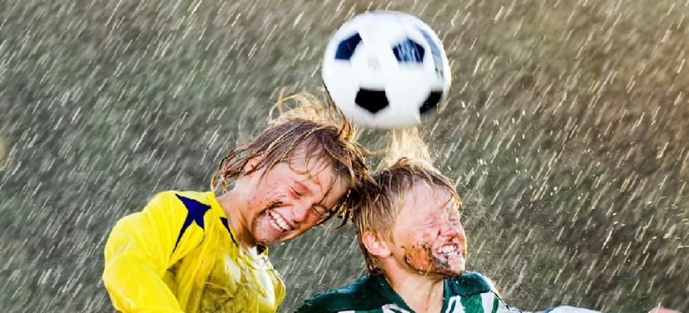 Prohiben en Estados Unidos a los niños golpear el balón con la cabeza en el fútbol